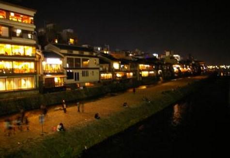 京都の恐ろしい都市伝説!三条河原や幽霊タクシーなど…