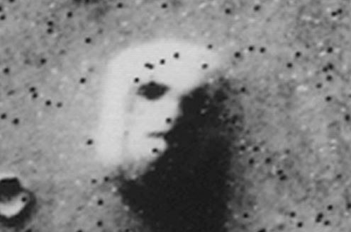 火星の構造物の正体は?火星のピラミッドに関する4つの噂
