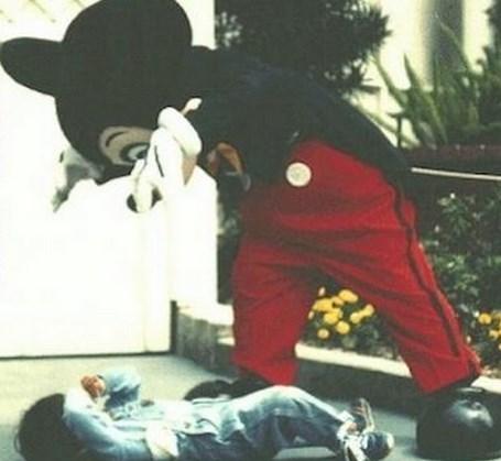ミッキーマウスに隠された都市伝説!ミッキー中の人は誰…?