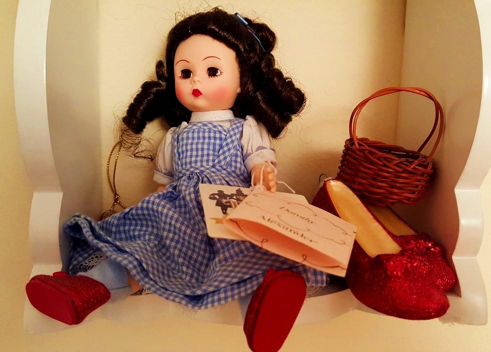 赤い靴の歌詞の意味は?女の子の悲しい結末を元にした実話?